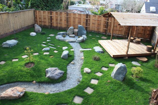 Japanese garden spa natural hot tub for Garden salon
