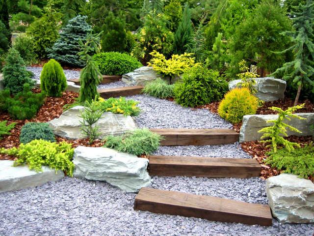 traditional landscape by dabah landscape designs