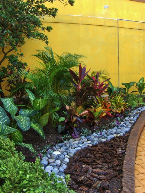 Jardin tropical landscape mexico city by bernardo for Tropical plants landscaping ideas