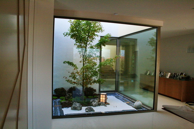 Jardin zen moderno asi tico jard n madrid de for Puertas para jardin interior