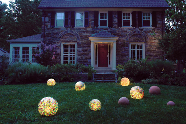 design ideas for a traditional front yard landscaping in philadelphia - Landscape Lighting Design Ideas