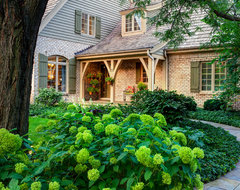 Just a Fabulous Place to call Home traditional-landscape