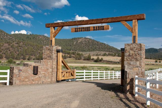 Keystone Ranch Gate Brasada Ranch Style Homes Rustic Landscape