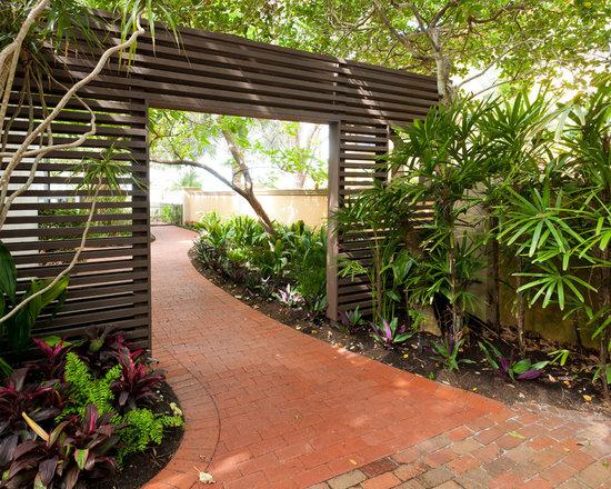 Garden divider home design ideas pictures remodel and decor for Garden divider ideas