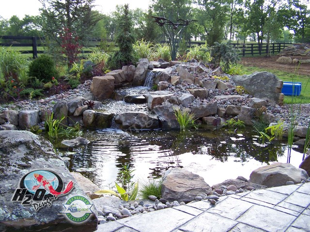 Koi pond backyard pond small pond ideas for your for Small garden with pond design