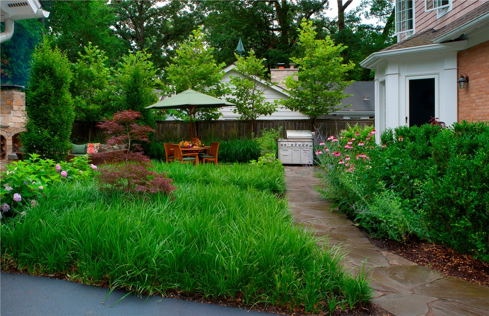 Photo of a contemporary backyard landscaping in Chicago.