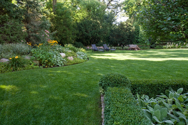 Lake forest estate traditional landscape chicago for Landscape design chicago