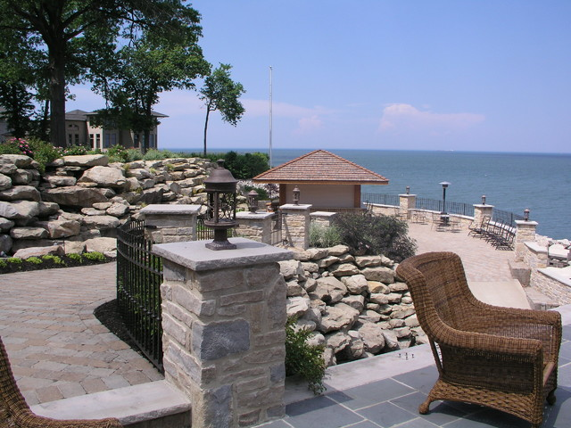 Lakefront entertainment area for Lakefront landscaping photos