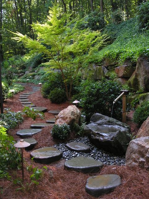 Idées déco pour un grand jardin classique avec un point d'eau.