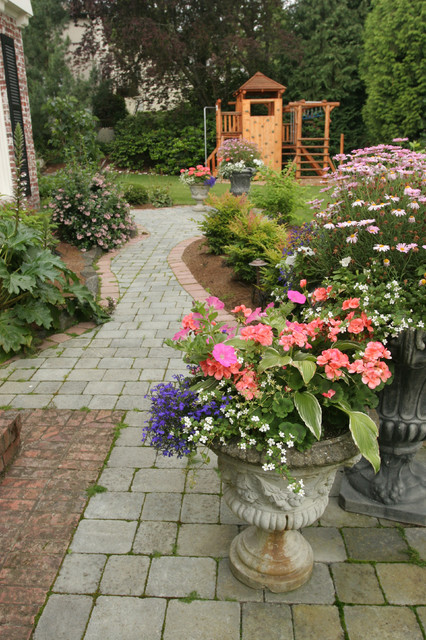 Landscape projects by classicnursery.com traditional-landscape