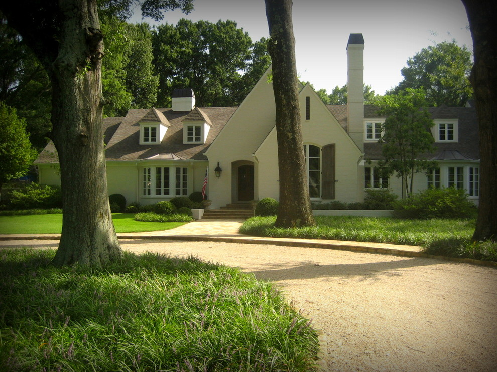 This is an example of a traditional front yard driveway in Nashville.