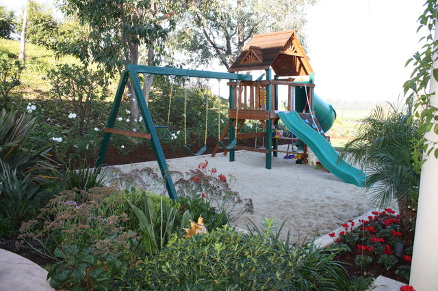 Landscaped play area traditional-landscape