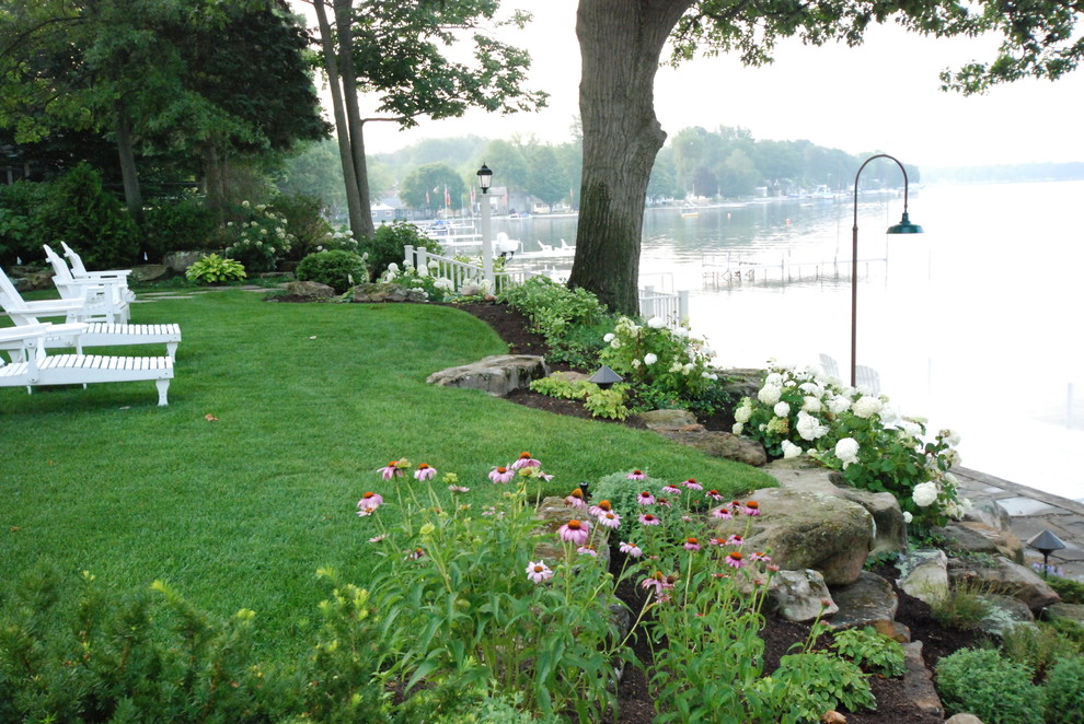 Photo of a traditional retaining wall landscape in Other.