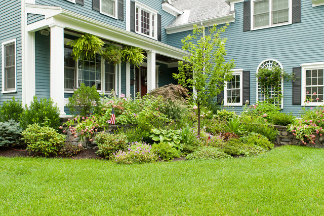 Large planted bed in front yard garden design for Front garden bed designs