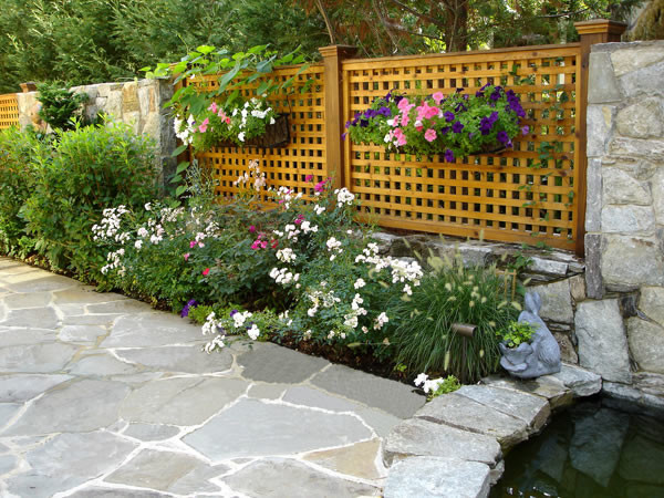 Lattice fence with flagstone patio contemporary for Lattice garden fence designs