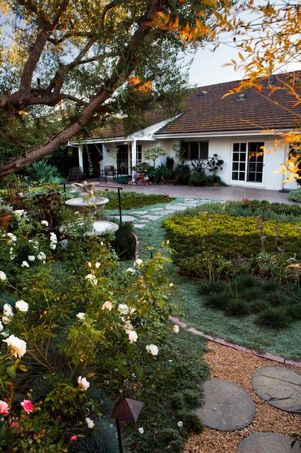 Lawn Alternative contemporary-landscape