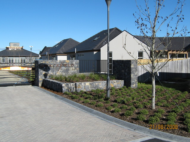 Lee Valley stone contemporary-landscape