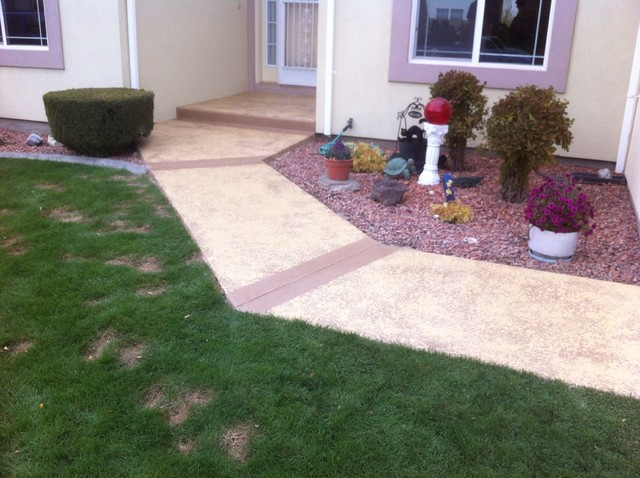 Leggari concrete overlay over exposed aggregate driveway traditional-landscape