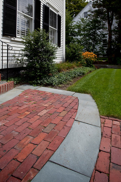 Lincoln Street in Hingham, MA traditional-landscape