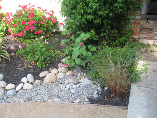Linda 39 s lovely low maintenance frontyard traditional for No maintenance front yard landscaping