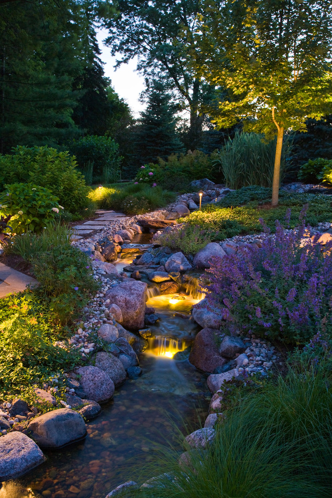 This is an example of a rustic water fountain landscape in Chicago.