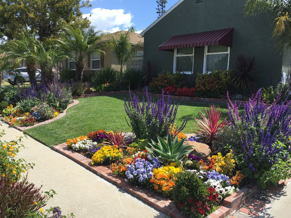 Inspiration for a mid-sized southwestern full sun front yard brick landscaping in Orange County for summer.