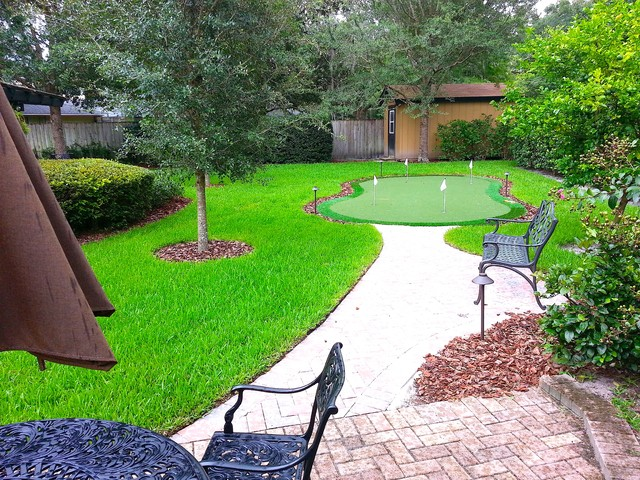 Longwood Putting Green contemporary-landscape