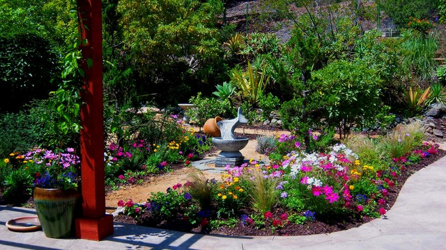 LOVELY LOW MAINTENANCE GARDENS traditional-landscape
