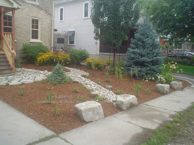 Low maintenance front yard with dry river bed to handle for No maintenance front yard