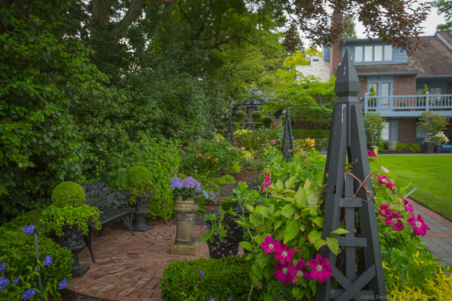 Lush english garden traditional landscape seattle for British landscape architects