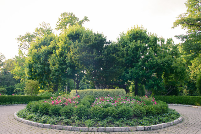 Luxury Residential Garden Property traditional-landscape