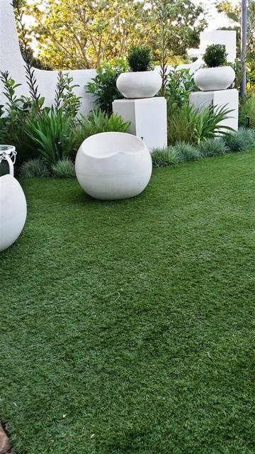Lynnwood Ridge new mini garden contemporary-landscape
