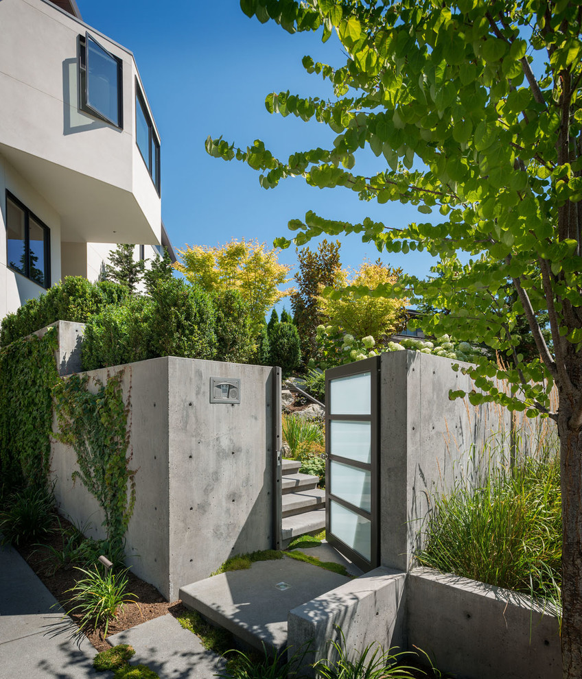 Inspiration for a mid-sized modern full sun concrete paver landscaping in Seattle for summer.