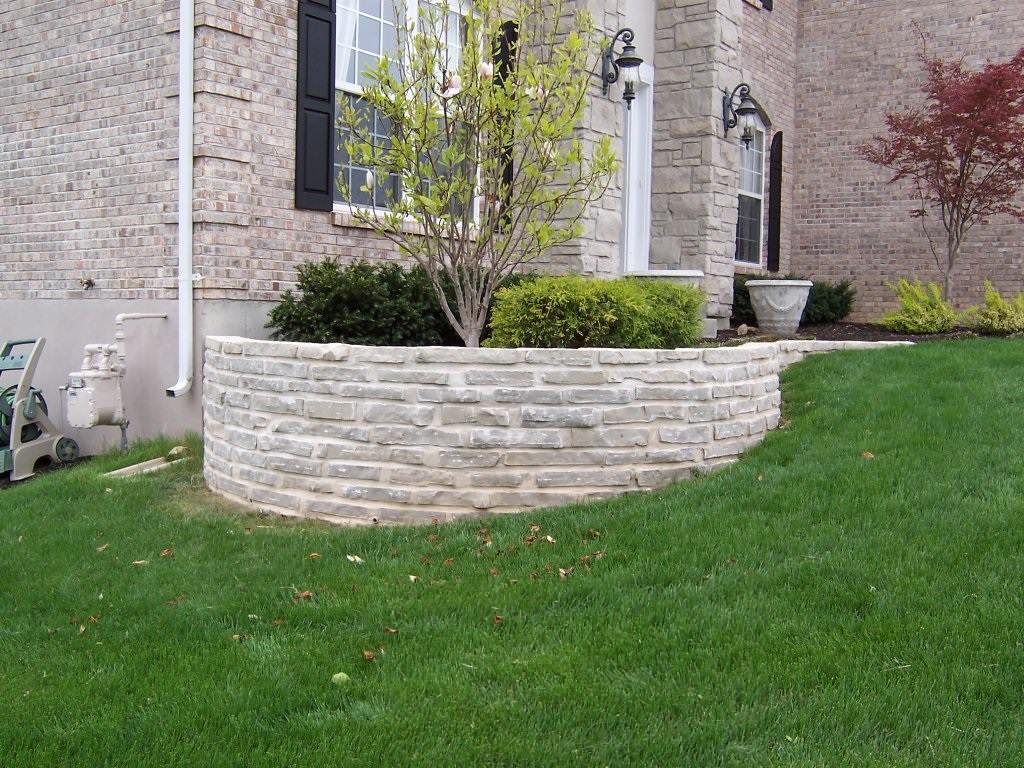 Manchester, Missouri limestone masonry planter wall