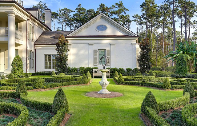 Mandeville, Garden Estate traditional-landscape