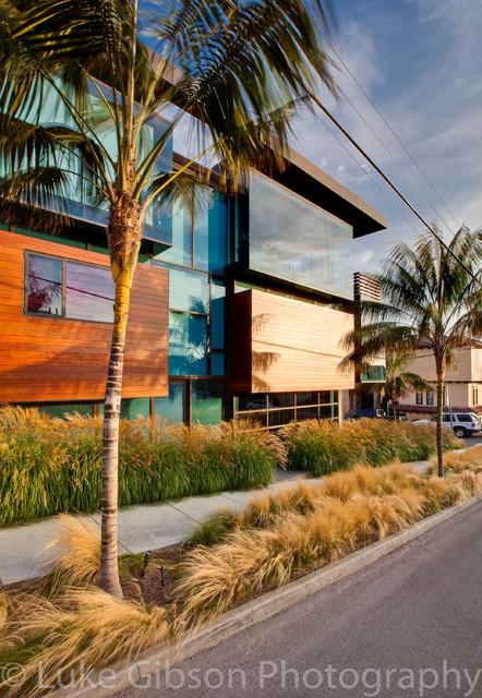 Manhattan Beach Ultra modern Landscape Design Modern