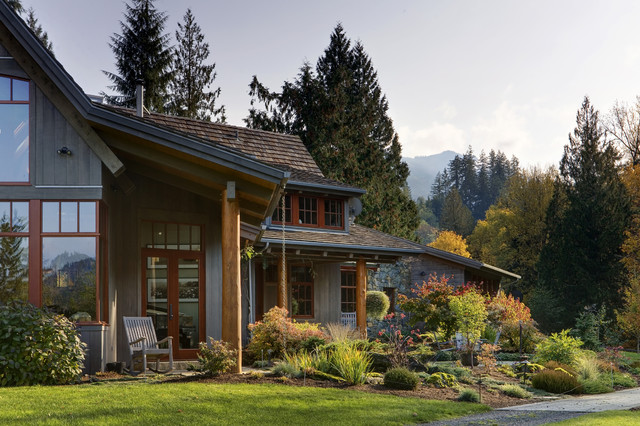 Design ideas for a rustic landscaping in Seattle.
