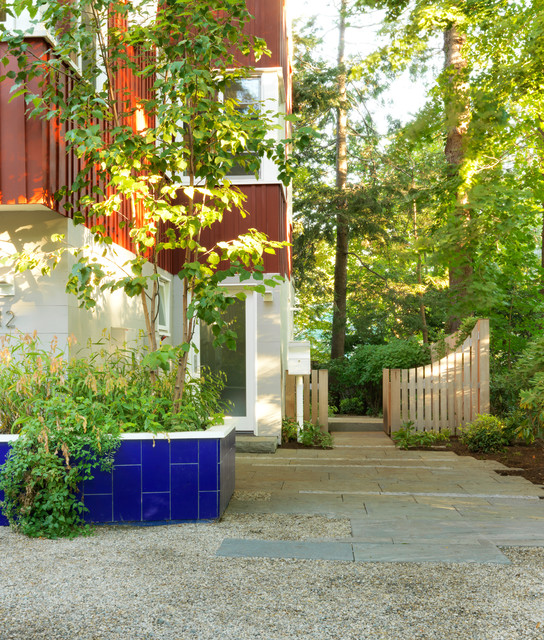 Inspiration for a contemporary landscaping in Boston.