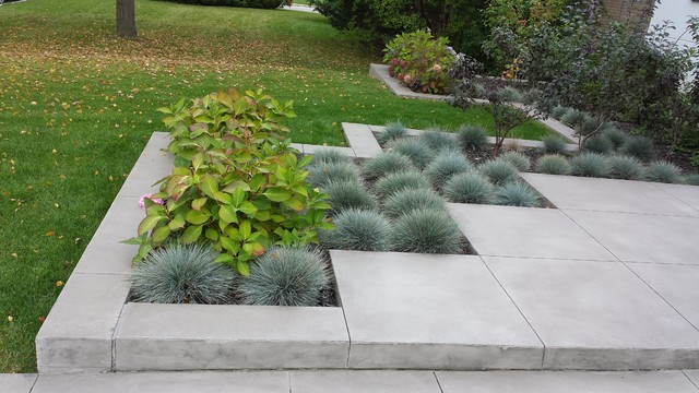 Design ideas for a contemporary landscaping in Toronto.