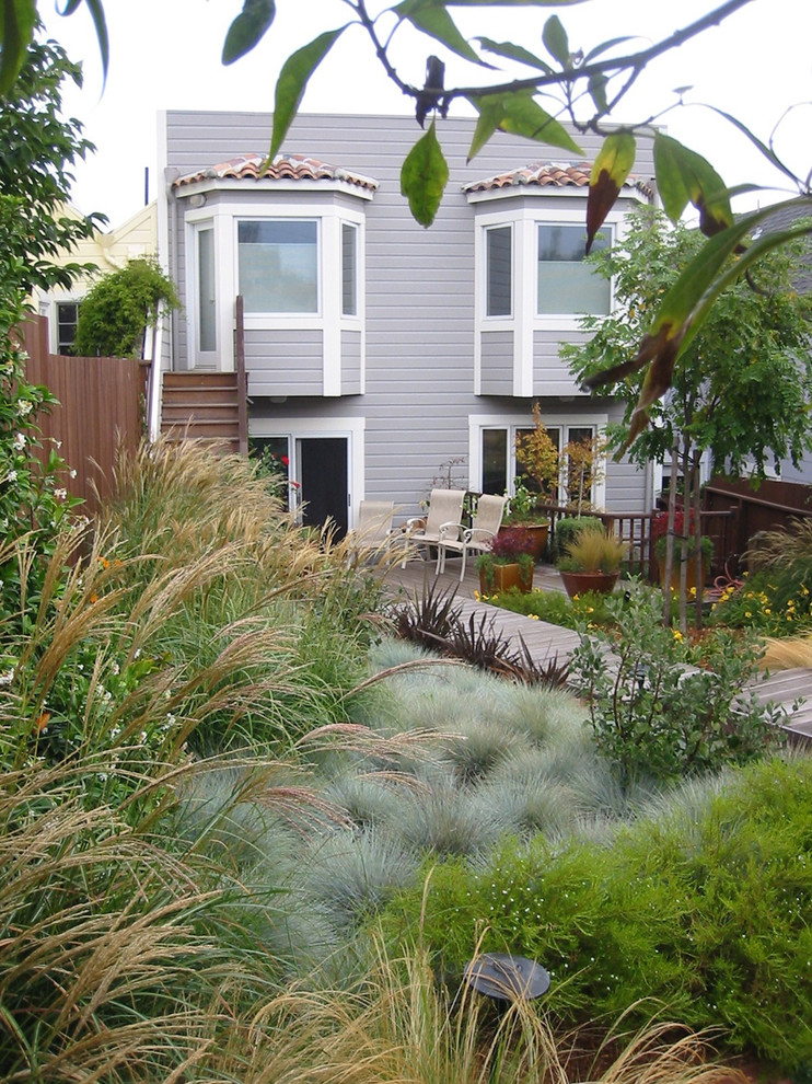 This is an example of a traditional backyard landscaping in San Francisco.