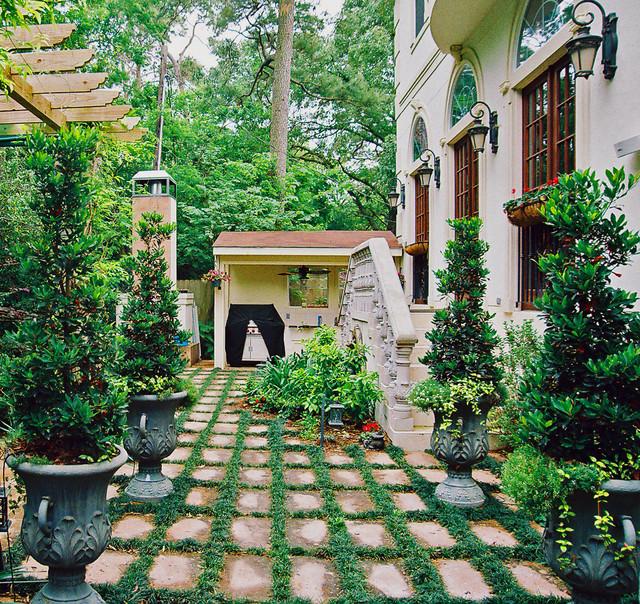 Mediterranean Style Landscaping: Mediterranean Backyard In Houston