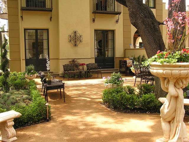 Mediterranean courtyard for Landscaping a courtyard pictures