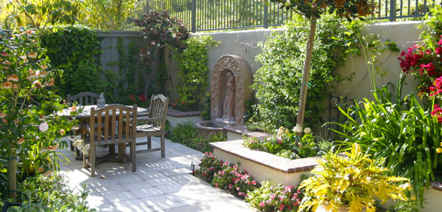 photo of a mediterranean landscaping in miami - Mediterranean Garden