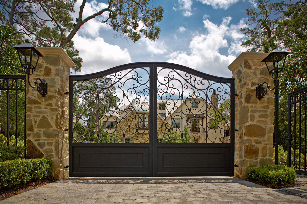 Understand the Different Types of Gate Available in the market