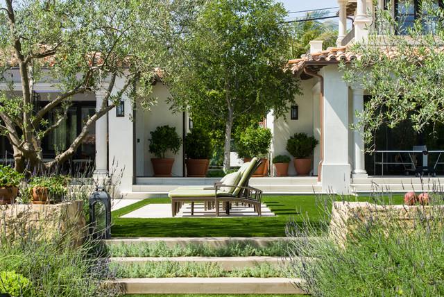 Mediterranean manhattan beach home mediterranean landscape los angeles by tomaro design for Olive garden manhattan beach ca