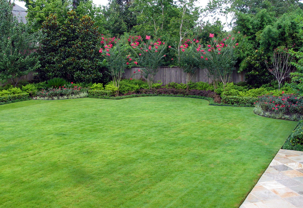Inspiration for a traditional backyard lawn edging in Houston.