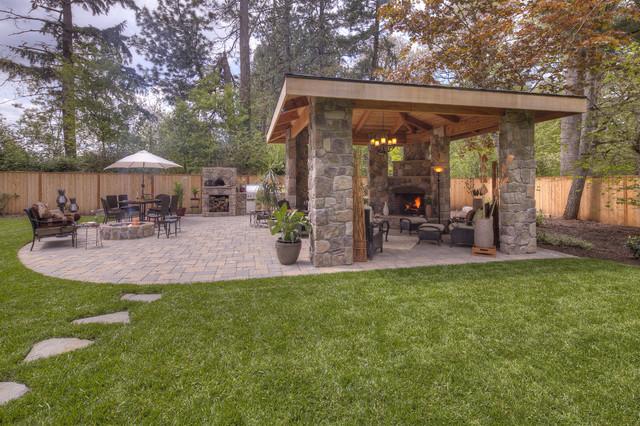 Menkins traditional landscape portland by paradise for Paradise restored landscaping exterior design