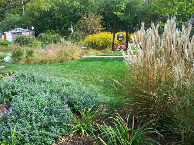 Menomonee River Parkway Oasis traditional-landscape