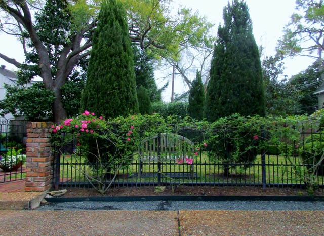 Inspiration for a traditional landscaping in Houston.