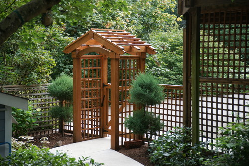 This is a simple and clean lattice fence with an arched gate.
